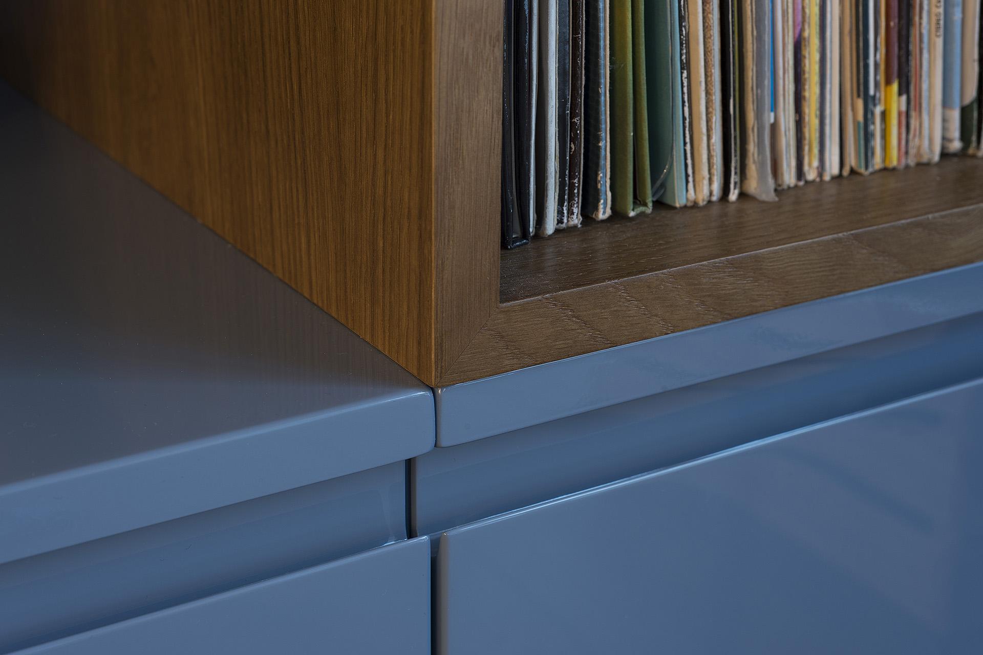 detalė-mėlynas-baldas-ąžuoals
